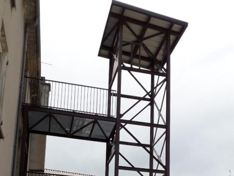 Structure ascenseur et passerelle
